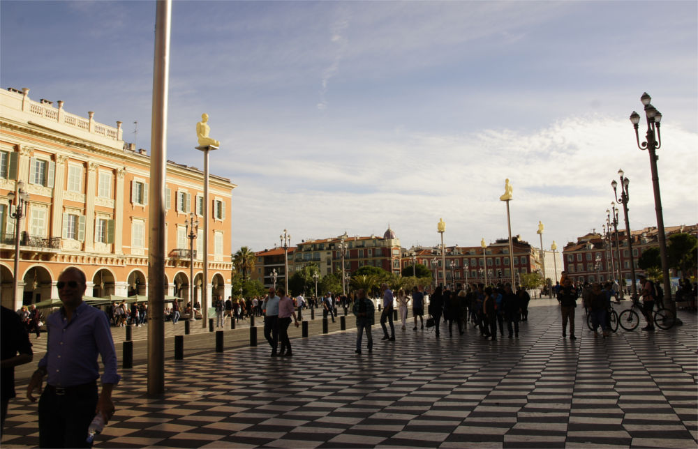 Ein Tag in Nizza: Place Massena
